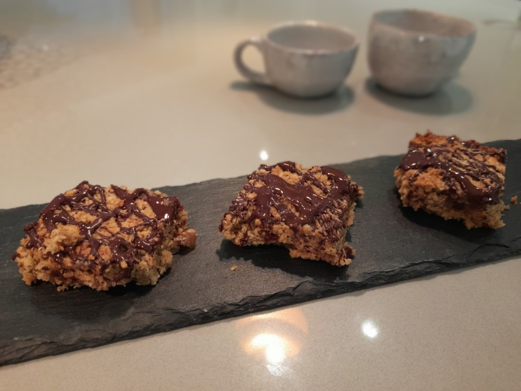 Treat yourself to a yummy tea break this week with these moreish little bites...with just a little hint of that naughty snickers bar taste! Can be made using vegan alternatives too...